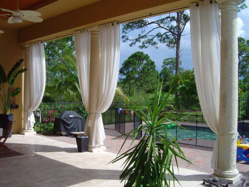 Outdoor-Patio-Curtain-Ideas-With-Pagar-Iron-Black